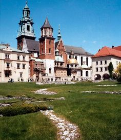 I toured this. So beautiful!   Wawel Cathedral, Krakow, was the coronation site of Polish monarchs.