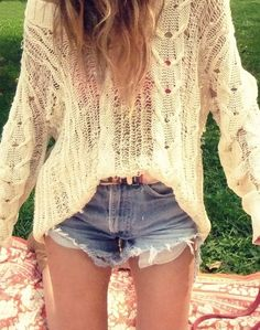 Summer Uniform: Oversized Sweater and Shorts Passion For Fashion, Love Fashion, Fashion Beauty, Denim Fashion, Hippie Fashion, Looks Style, Style Me, Summer Outfits, Cute Outfits