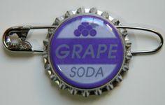 Up The Badge Ellie tapa de la botella pin epoxi / por MyHoard, $2.50