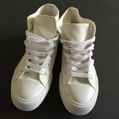White casual sneakers Size 8 only worn once. Forever 21 Shoes Sneakers