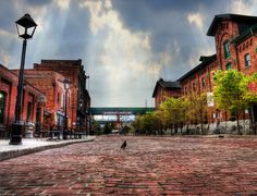 Distillery District, Toronto Located in downtown Toronto, heading out to the distillery district is a sure-fire way to soak up some Toronto history, check out some awesome art galleries, and eat at some phenomenal restaurants and bakeries. Great Places, Places To See, Toronto Vacation, Toronto Architecture, Toronto Photography, Downtown Toronto, Canada Travel, Canada Trip, Cool Art