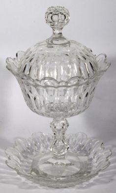 CRISTAL BACCARAT, compoteira de cristal francês com presentoir , século XIX, lapidação dedão. Atura 31 cm.