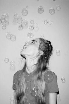 home photography bubbles self portrait Grunge Photography, Photography Tips, Portrait Photography, Fashion Photography, Bubble Photography, Creative Photography Poses, Indoor Photography, Photography Magazine, Photography Tutorials