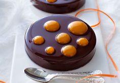 Passionnément chocolat-malibu / coulis mangue-passion de Jean-François Deguignet, pâtissier enseignant à l'école du Cordon Bleu