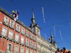 Globos atrapados en la Plaza Mayor, Centro. Madrid by mvoces