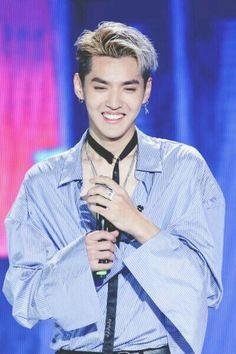 You smile.i die. Kris Wu, Chanbaek, Baekhyun, Tao, Rapper, Exo Album, Wu Yi Fan, Exo Korean, Kim Junmyeon