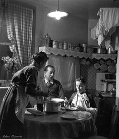 Robert Doisneau // Family meal,1946