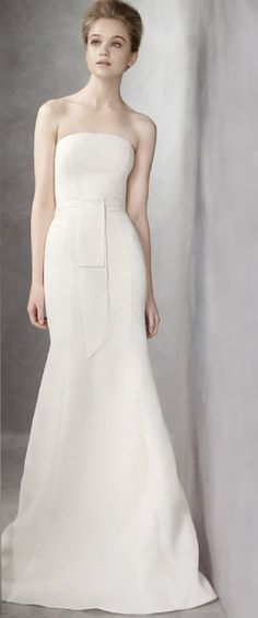 No hard feelings towards Vera Wang, this almost effortlessly chic and simple gown is her VW351081