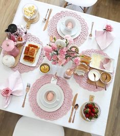 Brunch Mesa, Crochet Placemats, Flower Arrangement Designs, Dinning Table, Food Gifts, Cozy House, E Design, Food Art, Breakfast Recipes