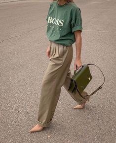 Move Over, Grandma—These 5 Grandpa Trends Slap Discover and shop the new trend aesthetic fashion girls are loving: grandpa trends. - The 5 Grandpa Fashion Trends That Are Everywhere Right Now Aesthetic Fashion, Look Fashion, Girl Fashion, Autumn Fashion, Fashion Outfits, Womens Fashion, Gothic Fashion, Steampunk Fashion, Fasion