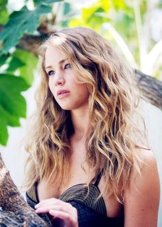 Jennifer Lawrence, she looks sssoo pretty here, why'd she cut her hair? Long Curly Hair, Wavy Hair, Her Hair, Curly Hair Styles, Tousled Hair, Crimped Hair, Messy Hair, Summer Hairstyles, Pretty Hairstyles