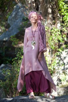 Rosewood and raspberry for this linen loose fit linen gauze Elke tunic makes a fruity mix with our sarouel skirt. Rosewood and raspberry for this linen loose fit linen gauze Elke tunic makes a fruity mix with our sarouel skirt. Look Boho, Bohemian Style, Boho Chic, Linen Skirt, Linen Dresses, Linen Pants, Mode Hippie, Look Fashion, Womens Fashion