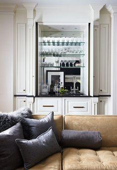 Once a closet, now a wet bar. Brilliant! Designer Bob Williams. Photo: Colleen Duffley