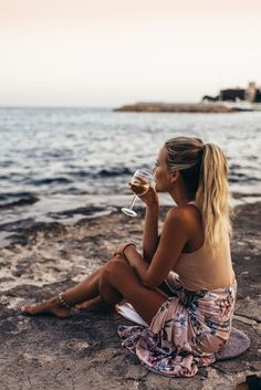 SUNSET & WINE (Janni Delér)