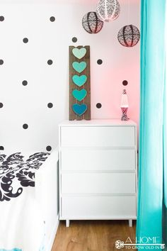 Western Home Decor A gorgeous black, white, and teal girl's bedroom reveal with lots of zebra print and polka dots! This is any girl's dream room! Black White Bedrooms, White Bedroom Decor, Bedroom Country, Bedroom Simple, Bedroom Rustic, Bedroom Vintage, Cheap Office Decor, Cheap Home Decor, Polka Dot Bedroom