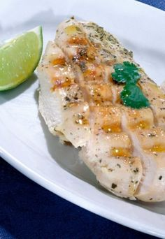 This lemon garlic chicken breast recipe is a simple and delicious dinner. Make it with the kale side dish and you'll have a healthy meal ready to serve! Lemon Garlic Chicken, Garlic Chicken Recipes, Fun Easy Recipes, Popular Recipes, Amazing Recipes, Delicious Recipes, Easy Family Meals, Easy Meals, Frugal Meals