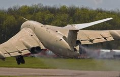 Handley Page Victor Teasin Tina Us Military Aircraft, Navy Aircraft, Military Jets, Military Weapons, Air Fighter, Fighter Jets, Vickers Valiant, Handley Page Victor, V Force