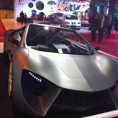 Mondial de l'automobile. Prototype de voiture connectée - stand orange