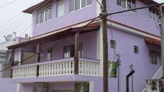 A Pousada Antares está localizada no coração de São Tomé das Letras, Minas Gerais, a 10 metros da praça matriz, centro comercial e empresarial da cidade. A Pousada Antares oferece acomodações para casais e grupos de amigos, além de uma kitnet com cozinha, ampla suíte de casal e sala de estar.