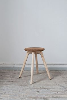 Hans stool (Florian Saul, 2013): a cork seat reinforced by graceful wooden legs that finish on their tippy toes.