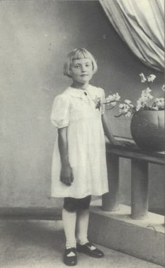 This photograph of Régine AJDELSON was taken on July 7, 1942, nine days before her arrest at her home at 25 passage du Prevôt (4th arr.), during the Vel d'Hiv roundups. Her mother, Sarah, was deported on convoy 14. Régine followed on convoy 20 of August 17, 1942. Serge Klarsfeld.