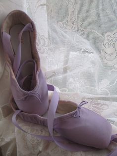 DANUSHAROSE Vintage BLOCH Size 6 .5X+ Light Lilac or Lavender Purple  Ballet Pointe Toe Shoes Tutu Photo not included