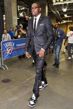 Kevin Durant in the Air Jordan 1 Phat White/Black-Red Nike Motivation, Kobe Shoes, New Nike Shoes, Nike Joggers, Nike Hoodie, Kevin Durant Sneakers, Nike Sport Bh, Celebrity Sneakers, Nba Fashion