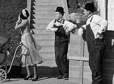 laurel and hardy gifs Laurel And Hardy, Stan Laurel Oliver Hardy, Cult Movies, Comedy Movies, Vintage Hollywood, Classic Hollywood, Lauren Hardy, Photo Star, Comedy Duos