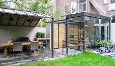 Keuken en terras  Meer tuin- en interieurinspiratie vind je op Walhalla.com