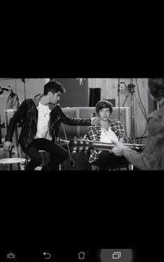 harry & zayn One Direction Little Things, Zayn, Falling In Love, Concert, Concerts
