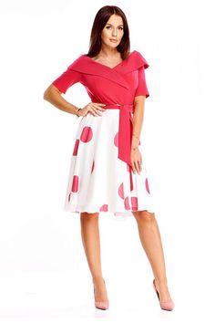 Nepřehlédnutelné lehké šaty s velkými puntíky jsou dokonalou volbou na jarní či letní svatby, na zahradní párty nebo do práce. Jednobarevný živůtek, velký límec, výstřih do tvaru V, zapínání na skrytý zip na boku, lehká sukně, délka pod kolena, vázačka v pase, krátký rukáv. Materiál 100% polyester. Model doporučujeme doplnit o kabelku z naší nabídky. Cold Shoulder Dress, Dresses For Work, Party, Cotton, Products, Fashion, Pink, Scale Model, Moda