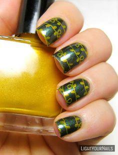 Christmas tree lights green gold nail art stamping #nailart #nailstamping #bornprettystore #zoya