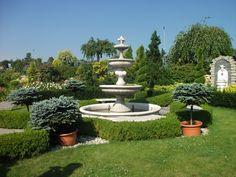 Fontanna w ogrodzie miejscowość Orzech