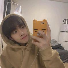 Image in Boyfriend Material collection by vans Cute Asian Guys, Cute Korean Boys, Asian Boys, Asian Men, Korean Boys Ulzzang, Ulzzang Boy, Korean Men, Cute Teenage Boys, Cute Boys
