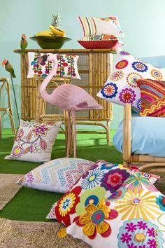 Els ambients tropicals combinats amb un toc psicodèlic inspiren una gama de colors infinita. Summer 2014, Spring Summer, Showroom, Vibrant Colors, Environment, Fashion Showroom