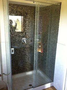 Box doccia con rivestimento in mosaico
