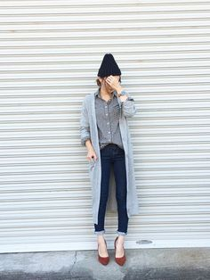 Grey cardigan with checked shirt I Love Fashion, Fashion Pants, Daily Fashion, Boho Fashion, Fashion Outfits, Womens Fashion, Japan Fashion, Mode Style, Autumn Winter Fashion