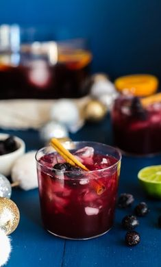 This rum punch cocktail recipe = instant success at your Thanksgiving or Christmas party! #littlechanges