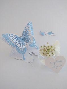 Marque place papillons superposés en dentelle de couleur blanche et bleue…