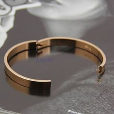 Every shoe-lover needs to possess this bracelet. The bracelet has to do with 7 inches in length and five shoe appeals hang from the oval links of bracelet. White Gold Diamond Bracelet, Gold Bangle Bracelet, Diamond Bracelets, Gold Bangles, Jewelry Bracelets, Cartier Bracelet, Mens Silver Necklace, Sterling Silver Bracelets, Silver Jewellery