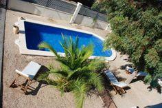 Si el jardín tiene una pequeña piscina en el centro, no se le puede pedir nada más a la casa de tus vacaciones ;-)