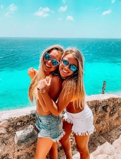Pin by ✰ ashley ✰ on beach ✰ babes bff pictures, friend pictures, friendshi Cute Beach Pictures, Cute Poses For Pictures, Cute Friend Pictures, Beach Pics, Family Pictures, Tumblr Summer Pictures, Cute Photos, Best Friends Shoot, Best Friend Poses