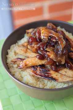 No solo dulces - Cuscús con pollo, cebolla, pasas al estilo árabe - Cous cous with chicken, onion arab style (with honey and cinnamon) (Honey Chicken Thermomix) Snack Recipes, Cooking Recipes, Healthy Recipes, Brunch, Small Meals, Middle Eastern Recipes, Arabic Food, Easy Cooking, I Love Food