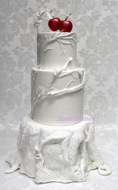 White Wedding Cakes inspired by snow white. A little much for a birthday but we LOVE it! Snow White Wedding, White Wedding Cakes, Gorgeous Cakes, Pretty Cakes, Snow White Cake, White Cakes, Gateaux Cake, Disney Cakes, Just Cakes