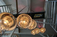 Grote voorraad stoere industriële lampen te vinden op www.brocantiekdelinde.nl!! (Foto genomen bij restaurant Binnen in Drachten)