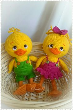 Quick and easy Easter crochet patterns to celebrate the season of colors - Hike n Dip Check out Easter Crochet Patterns. From Crochet Chick Pattern to Crochet Easter basket pattern, see quick & easy Easter Crochet Pattern idea & DIY Tips here Crochet Easter, Easter Crochet Patterns, Crochet Patterns Amigurumi, Crochet Bunny, Bunny Crafts, Easter Crafts, Crochet Chicken, Crochet Patron, Cute Easter Bunny