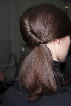 No more top knots and high ponytails, low ponytail forever! 2015 hair trends presented whole range of low ponytail hairstyles that look uber-stylish and beautif Perfect Ponytail, Twist Ponytail, Elegant Ponytail, Perfect Hairstyle, Elegant Updo, Up Hairstyles, Pretty Hairstyles, Stylish Hairstyles, Popular Hairstyles