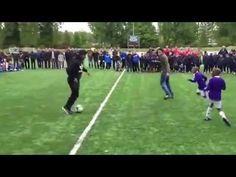 Robin Van Persie Freestyle - destroys a group of dutch kids