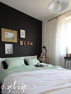Wnętrza, Sypialnia po zmianach - Nasza sypialnia jest mała 2,5 metra długości na 3 szerokości. Po lewej stronie jest jeszcze szafa, która zawsze nie mieści się na zdjęciach...