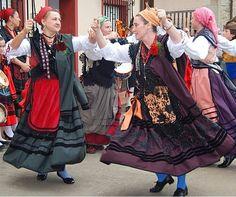 Andorra, Folk Costume, Costumes, Spanish Costume, Spain Fashion, Art Populaire, Folk Clothing, People Around The World, Traditional Dresses